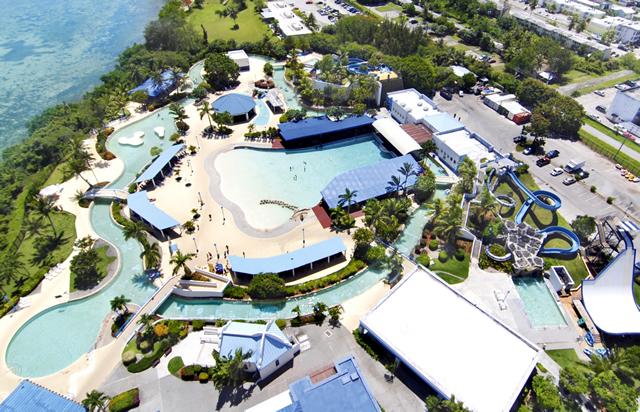 ウォーターパーク全景 (c)オンワードビーチリゾート