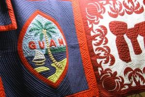 絵柄はグアムの旗(左)、ラッテストーン(右)